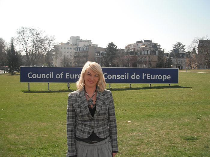 На площади перед зданием Дворца Европы в Страсбурге
