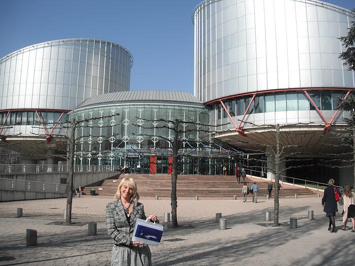 У здания Европейского Суда по правам человека, Страсбург